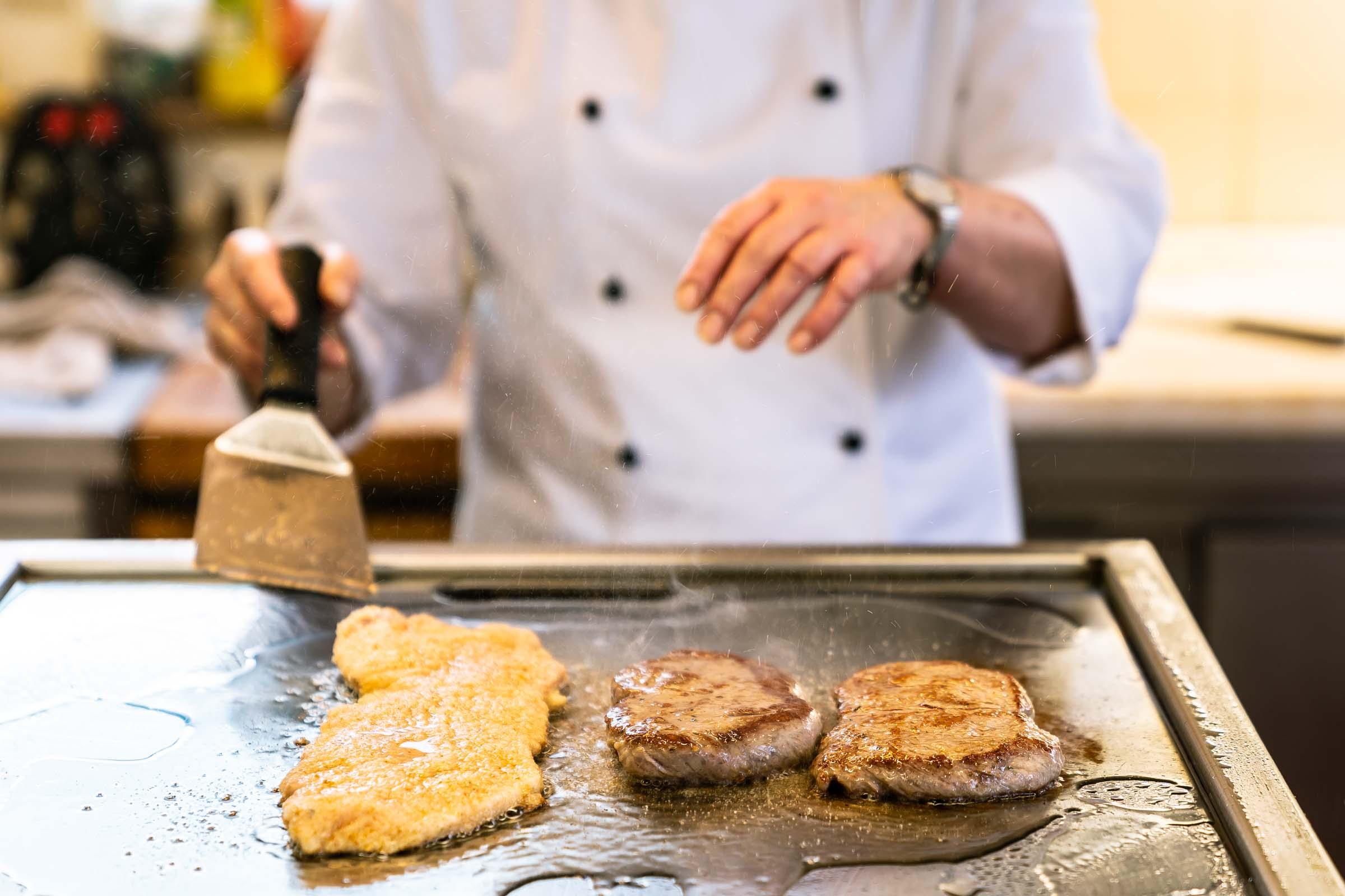 Schnitzel Steaks anbraten